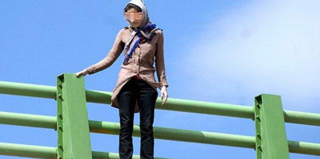 نجدة بغداد تنقذ امرأة حاولت رمي نفسها من اعلى جسر المثنى بالعاصمة