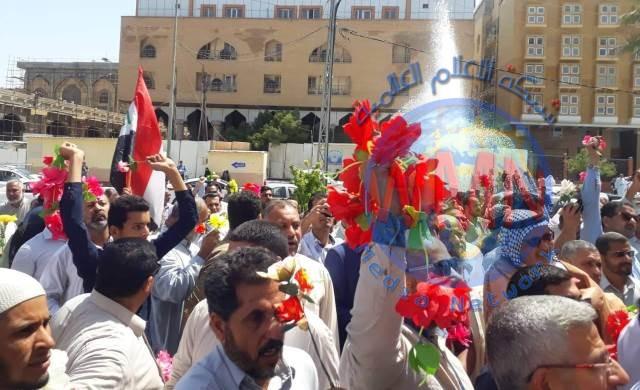 العشرات يتظاهرون امام القنصلية البحرينية في النجف