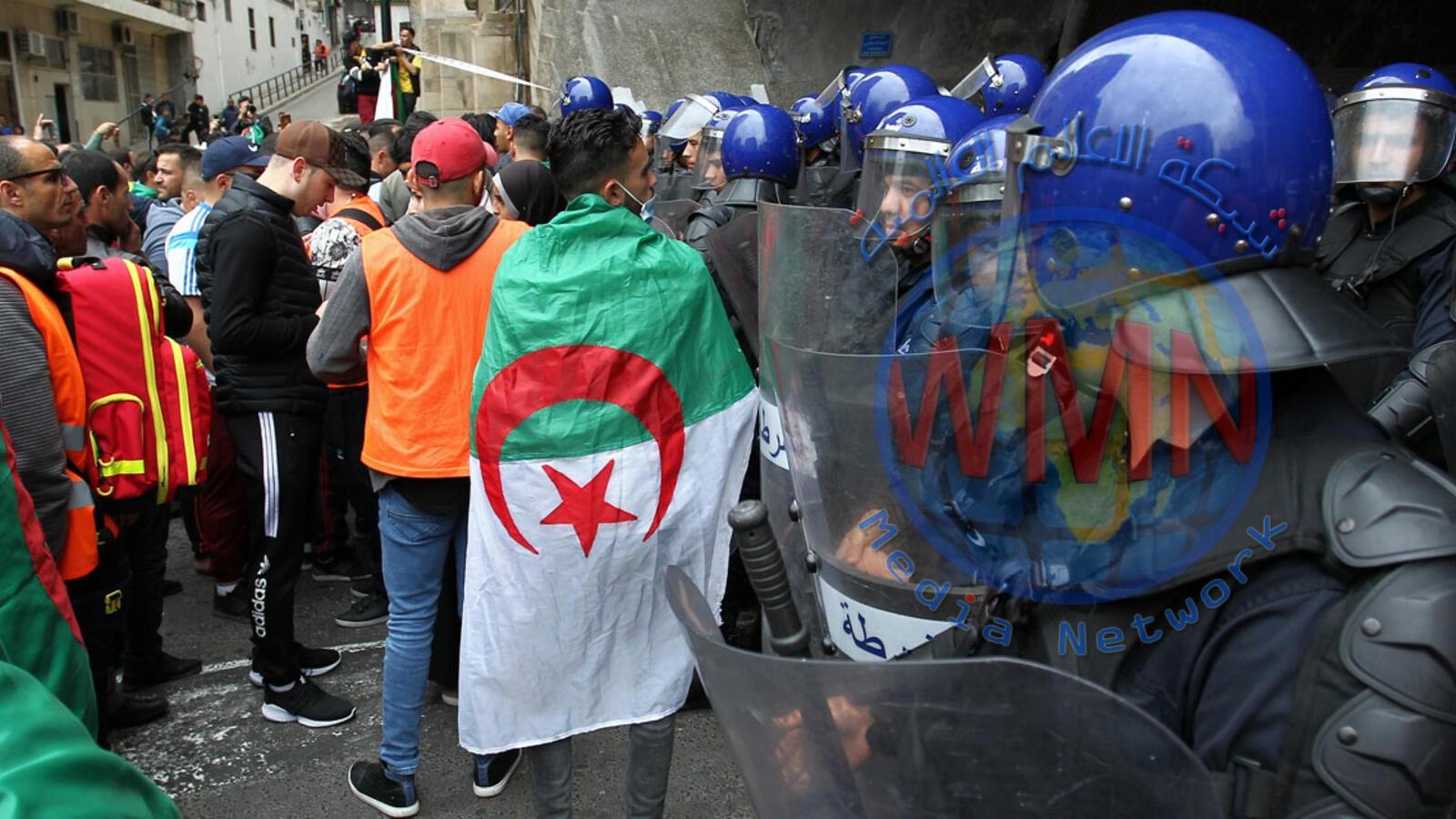 """""""قوة تدخل سلمية"""" لمنع المواجهات بين المحتجين والأمن في الجزائر"""