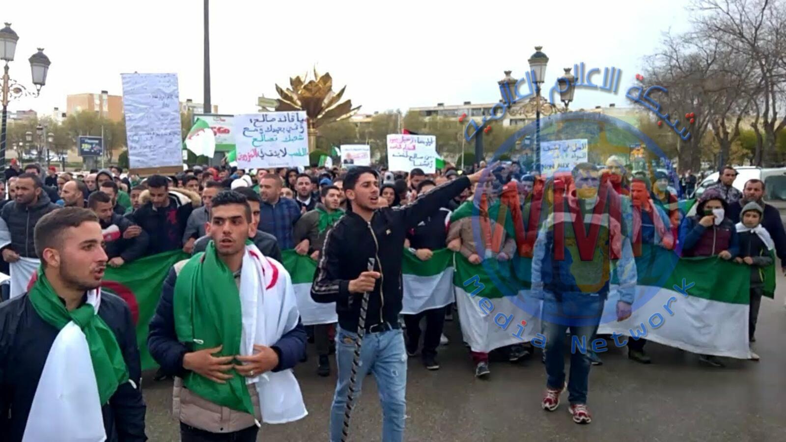 الجزائر: تسع طلبات ترشح لانتخابات الرئاسة المرفوضة شعبيا