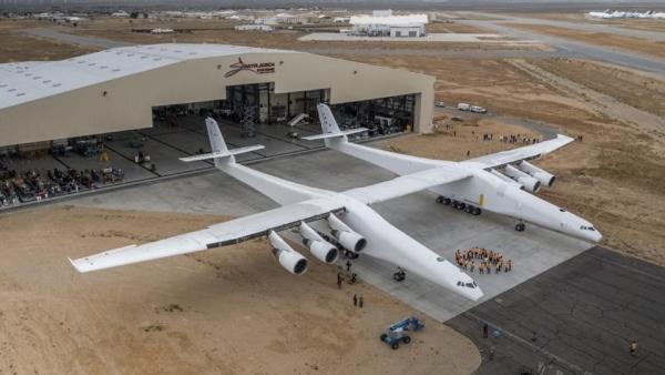 أغرب وأضخم طائرة في العالم تستعد للرحلة الأولى