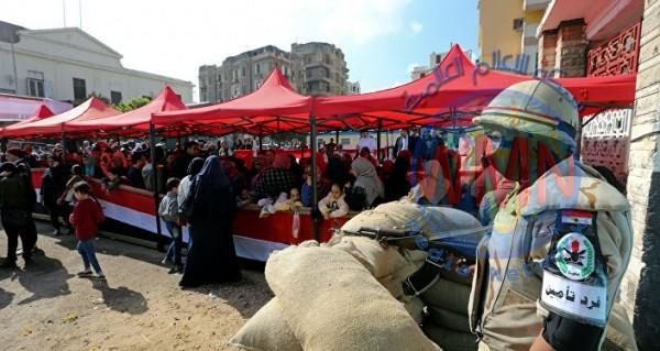 صحيفة بريطانية: أنصار السيسي اشتروا أصوات المصريين بدولارين ووجبة طعام