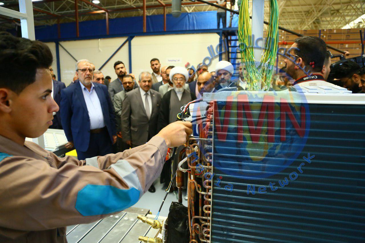 الشيخ عبد المهدي الكربلائي يفتتح مصنعاً لإنتاج اجهزة التبريد ويدعو الحكومة لتفعل القطاع الخاص