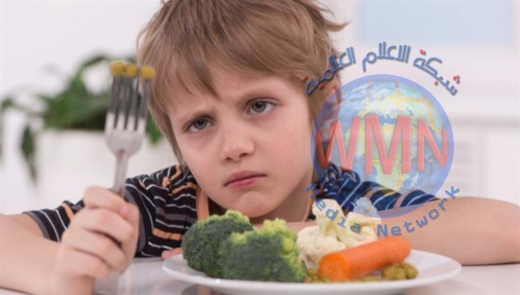طريقة بسيطة لإقناع طفلك بتناول الطعام الصحي