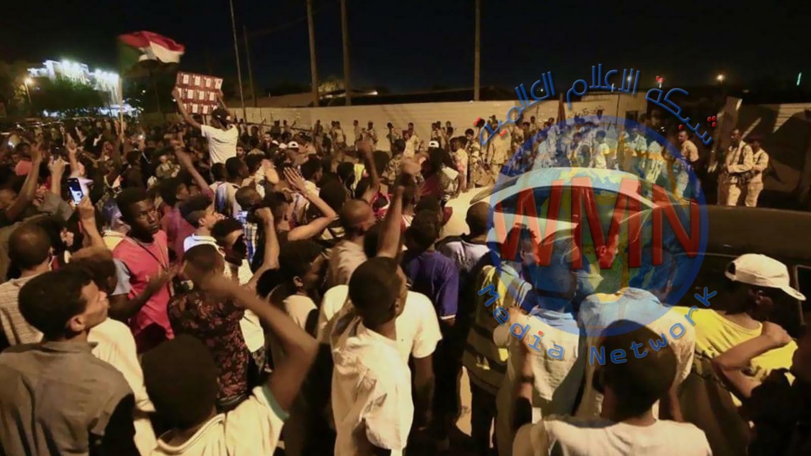 العسكري السوداني يعلق المفاوضات حتى رفع الحواجز من الطرق