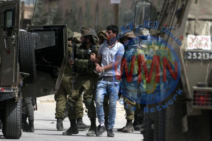 الاحتلال يعتقل 12 فلسطينيا من الضفة الغربية
