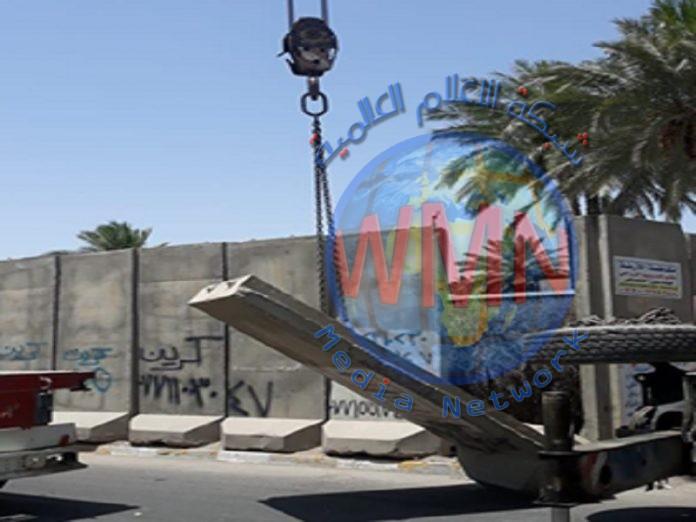 رفع الكتل الكونكريتية عن ثلاثة مواقع في بغداد