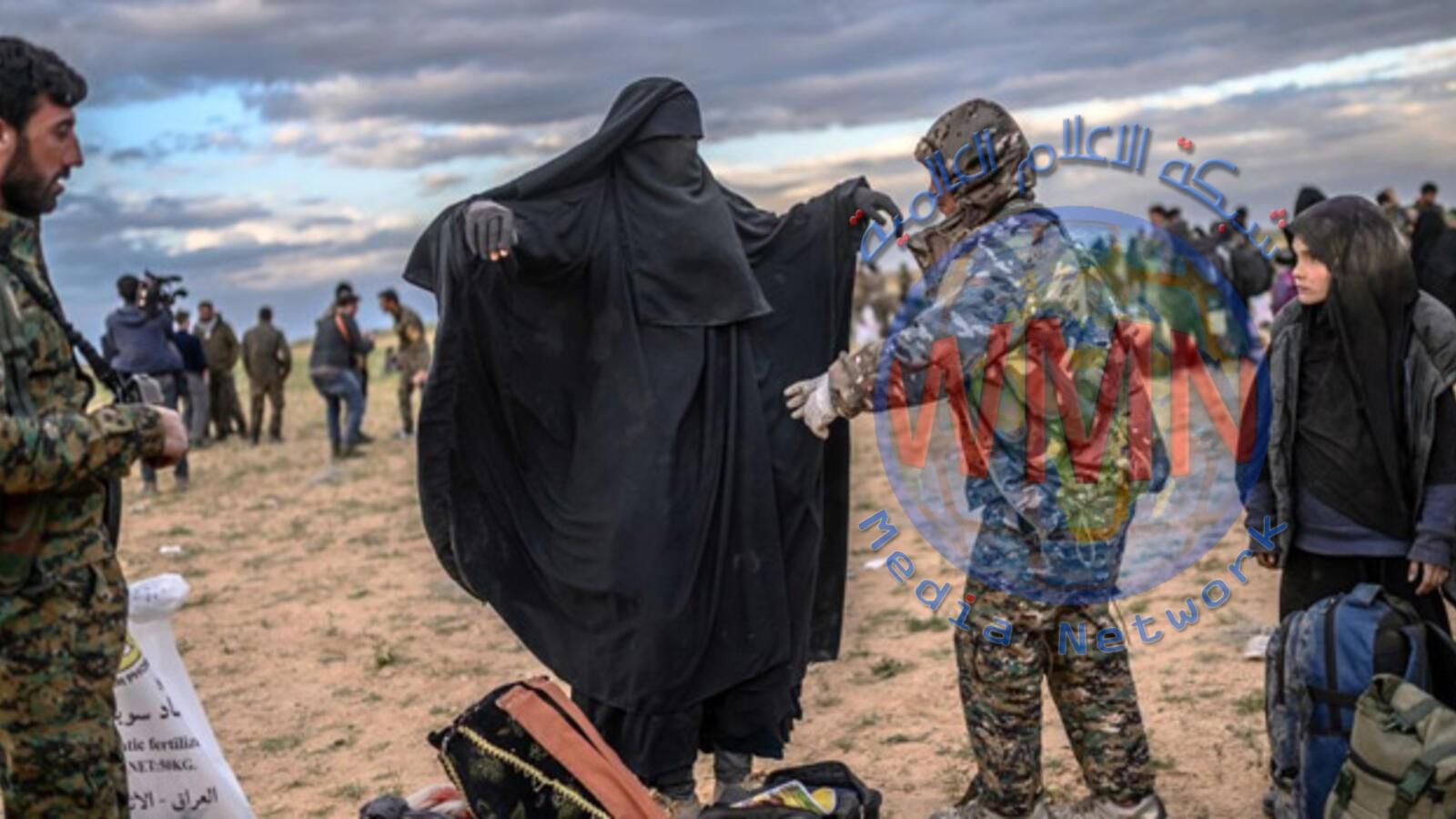 800 امرأة وطفل يغادرون مخيم الهول للاجئين السوريين