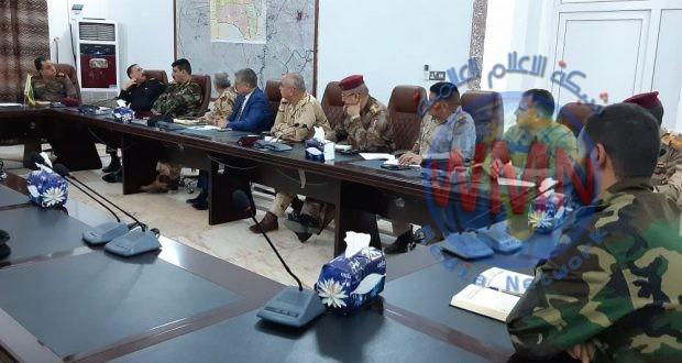 قيادتا العمليات الامنية والحشد في نينوى تعقدان اجتماعا بحضور المحافظ