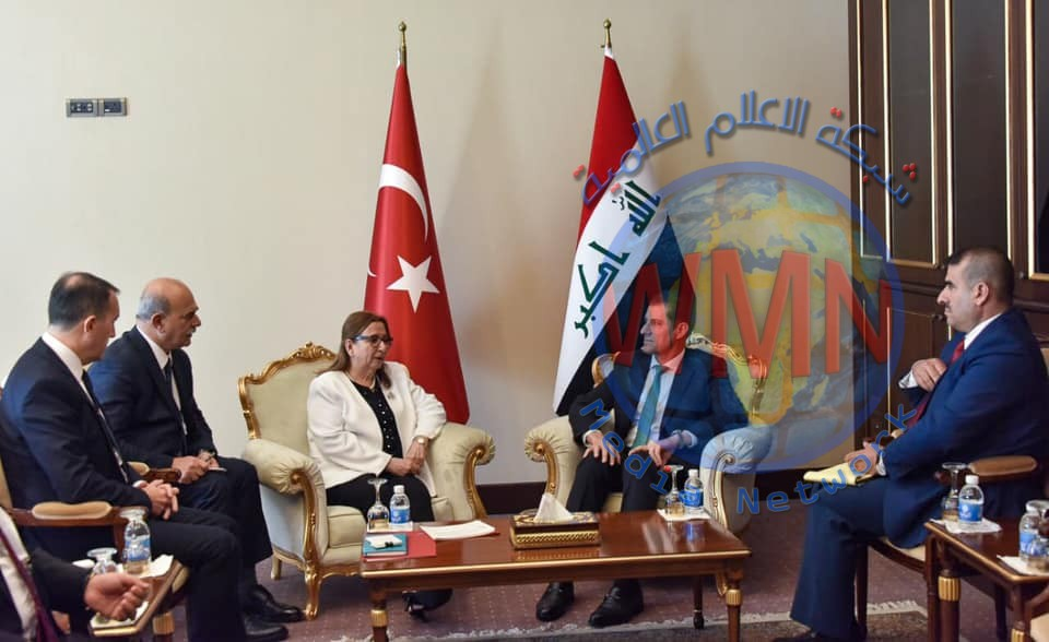 وزير التخطيط يبحث مع وزير التجارة التركي سبل تعزيز العلاقات المشتركة بين البلدين