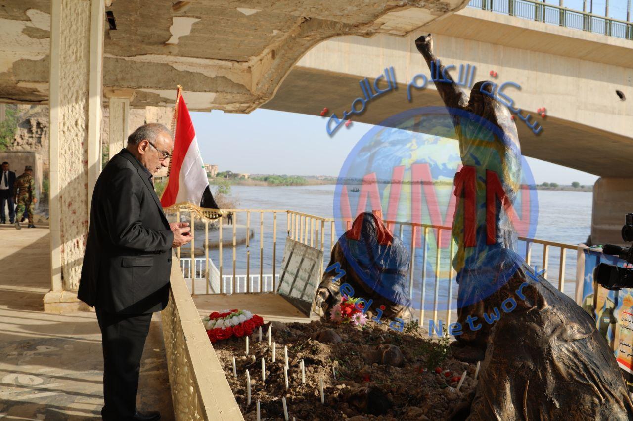 عادل عبدالمهدي يزور موقع مجزرة سبايكر