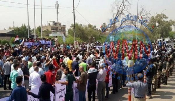 البصرة تدخل حالة الانذار  بعد تزايد اعداد المتظاهرين قرب ديوان المحافظة