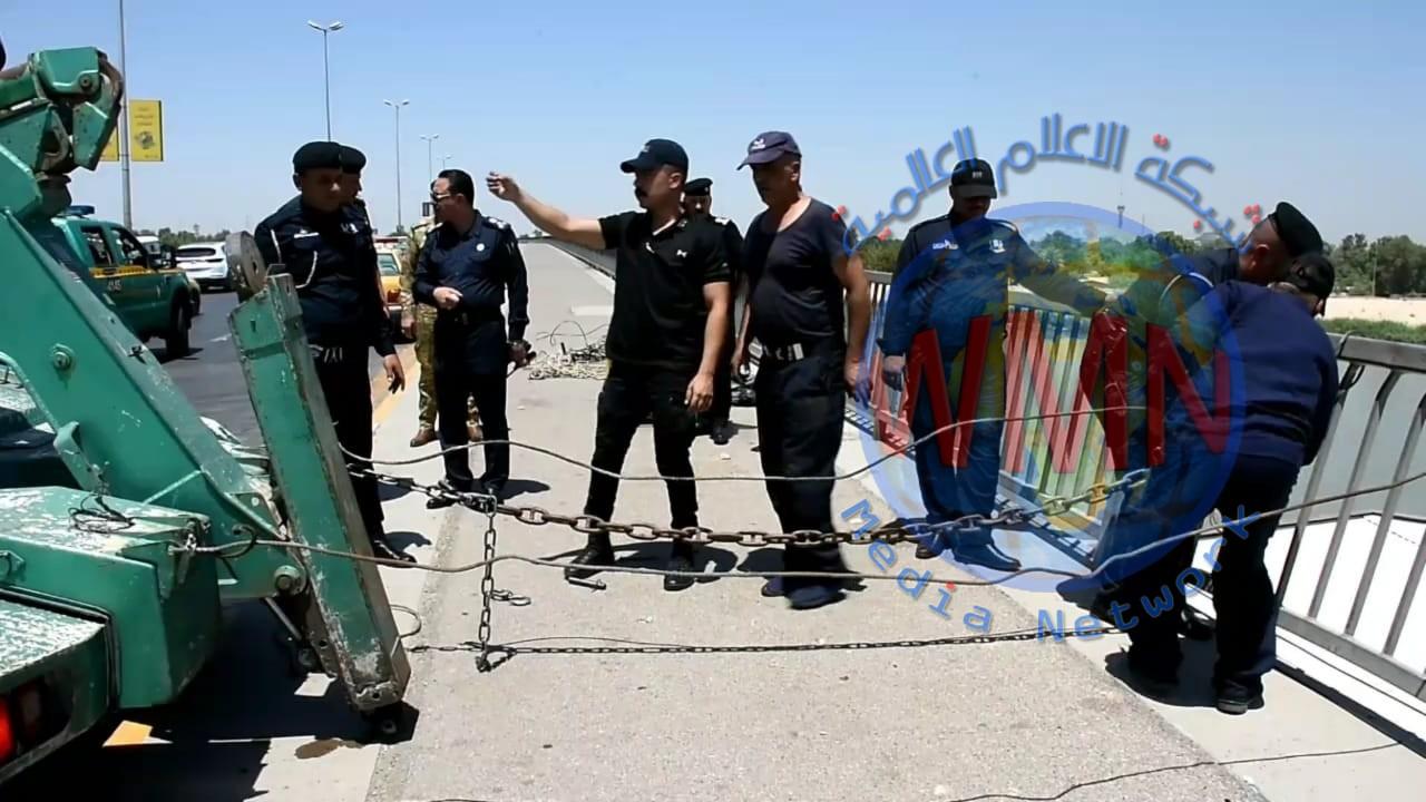 بجهود ذاتية مديرية نجدة بغداد تقوم بحملة لصيانة السياج الامني لجسر الجادرية وسط بغداد
