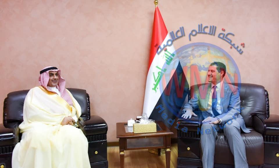وزير التخطيط يبحث مع السفير السعودي سبل تعزيز العلاقات الثنائية بين البلدين