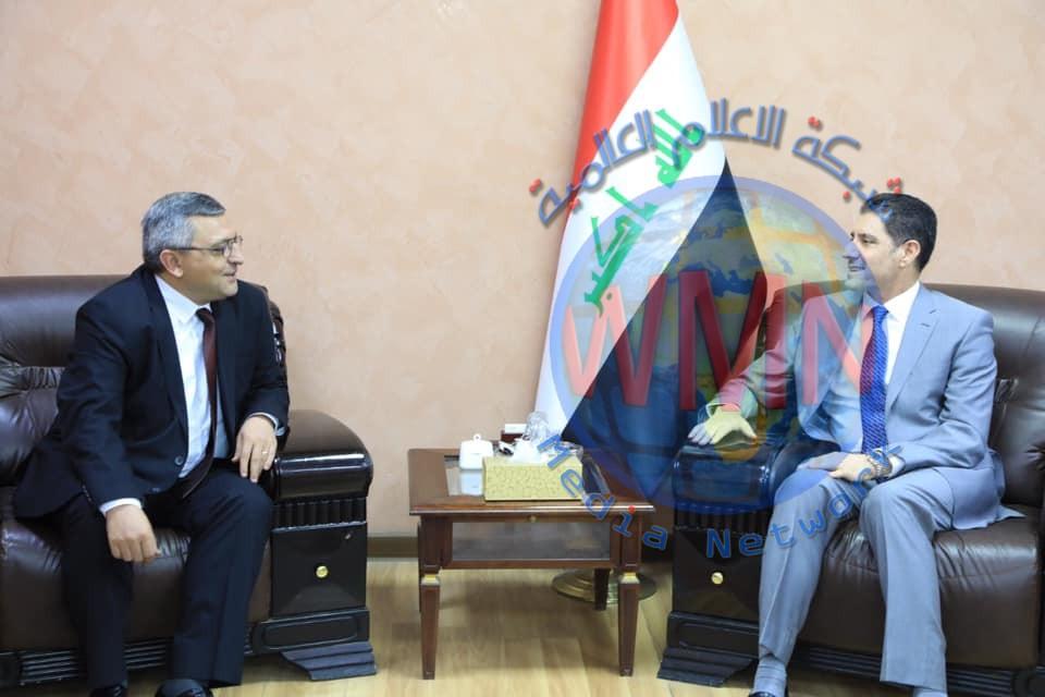 وزير التخطيط يستقبل السفير الأرميني لدى العراق