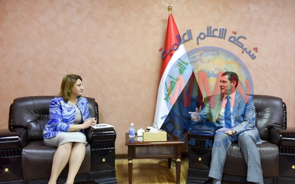 وزير التخطيط يبحث مع رئيسة تجمع البرلمانيات العراقيات سبل دعم وتمكين المرأة