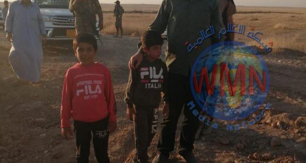 الحشد في نينوى يشرف على اعادة اطفال كانوا مختطفين لدى داعش من سوريا للعراق