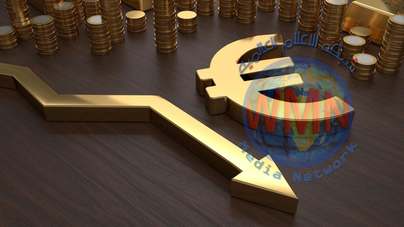 اليورو يتراجع لأدنى مستوى في شهرين مقابل الدولار
