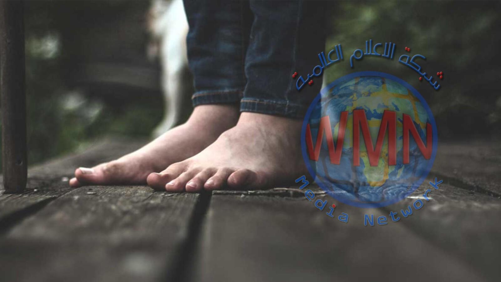 الإمارات.. مشرفة مدرسة تجبر تلميذًا على المشي حافيًا وغرامة مالية بانتظارها