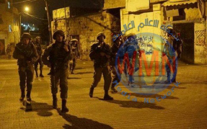 الاحتلال يعتقل 7 فلسطينيين ويصادر سيارة وجرافة في الضفة