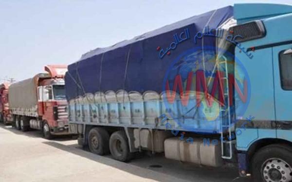 ضبط 9 شاحنات محملة بمواد غذائية في منفذ أم قصر