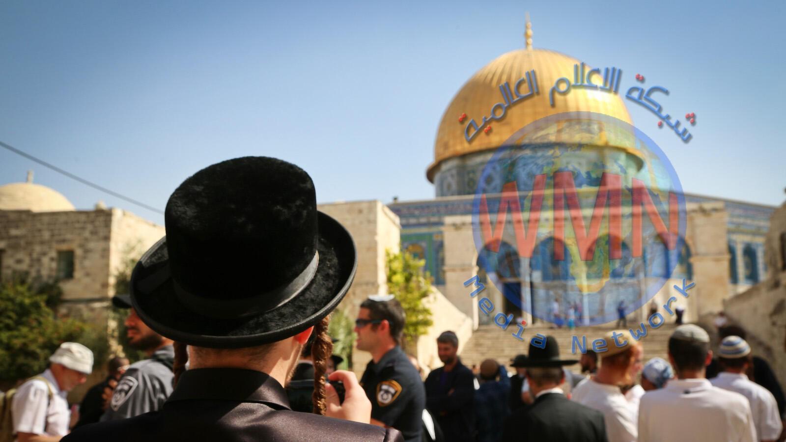 مئات المستوطنين يدنسون الاقصى بحراسة الاحتلال