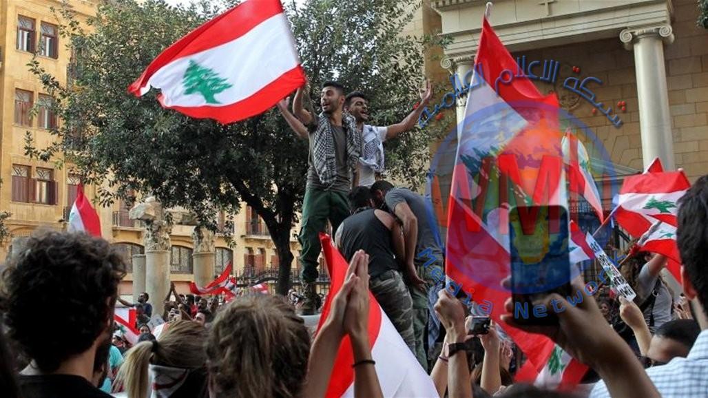 الجيش اللبناني يطلب من المتظاهرين فتح الطرق