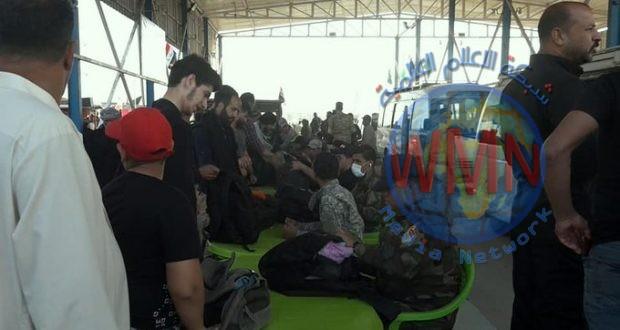 اللواء 26 بالحشد يباشر بتقديم الخدمات للزائرين في إحدى سيطرات بغداد المحورية