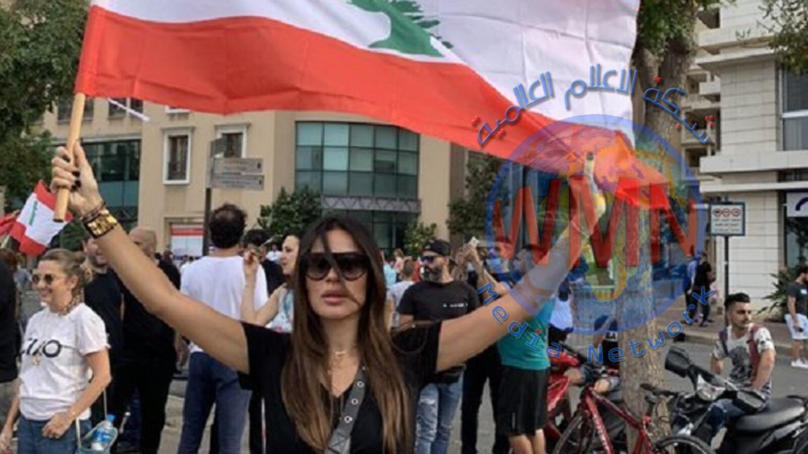 نادين نجيم تشارك في مظاهرات لبنان و تهتف: (ثورة ثورة)
