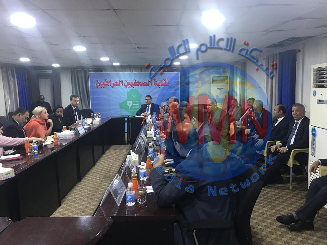 ممثلة الامين العام للامم المتحدة تصل نقابة الصحفيين العراقيين وتلتقي برؤساء النقابات والاتحادات المهنية