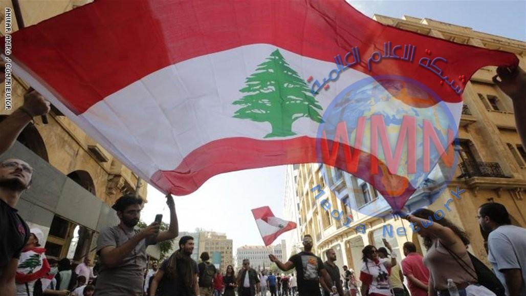 احتجاجات لبنان تتحول من إغلاق الشوارع إلى تعطيل المؤسسات