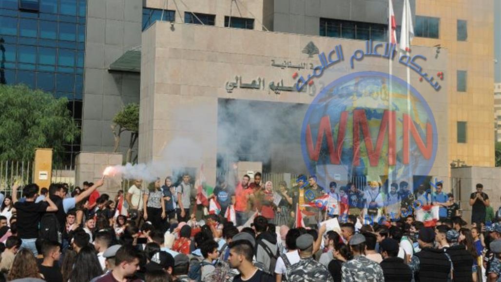 في لبنان… طلاب المدارس دخلوا على خط الاحتجاجات