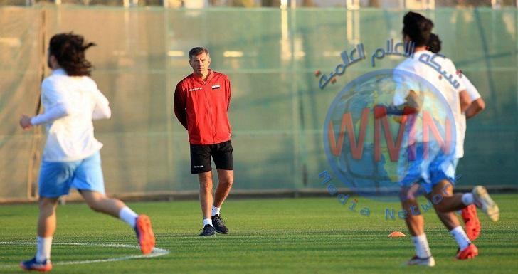 اسود الرافدين يخوضون اخر وحدة تدريبية على ملعب عمان الدولي