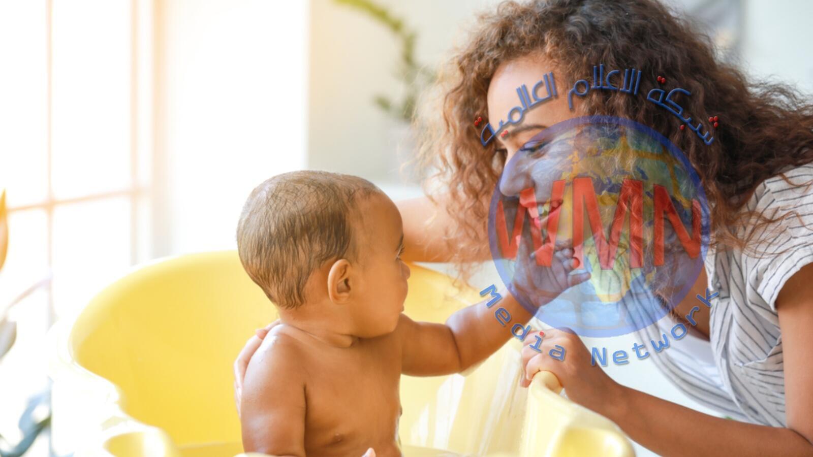 14 نصيحة عند تحميم طفلك الصغير