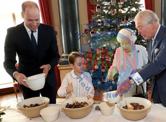 الملكة إليزابيث تعد حلوى عيد الميلاد