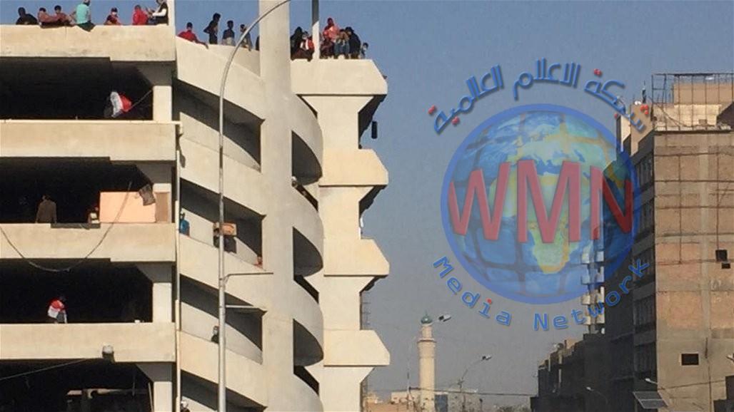 الدفاع المدني يخمد حريقا اندلع في مرآب السنك وسط بغداد