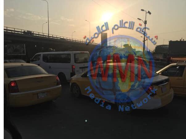 زخم مروري في بغداد بعد اغلاق طريقين رئيسيين لساعة