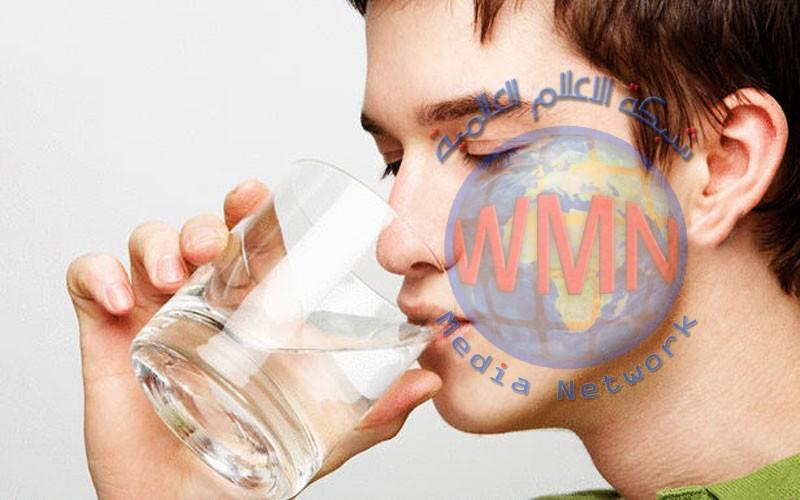 هل يضر شرب الماء أثناء تناول الطعام؟