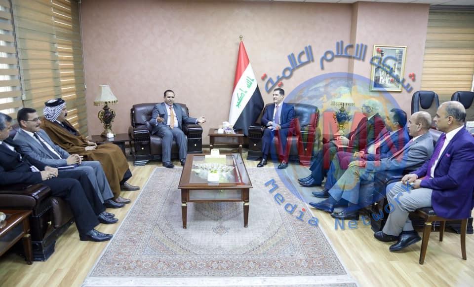 وزير التخطيط يبحث سبل تحسين الواقع الخدمي في محافظة بابل مع حكومتها المحلية وفعالياتها الاجتماعية