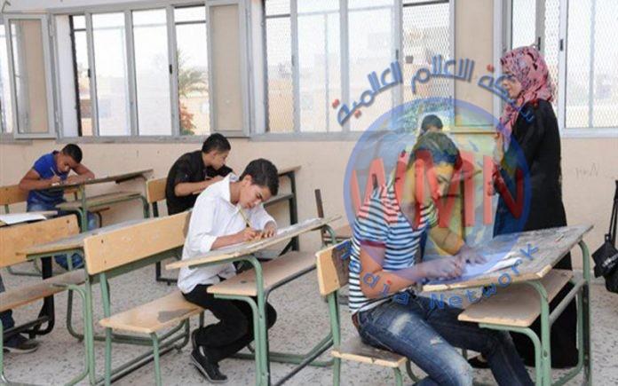 طلبة الثانوية يتوجهون لاداء امتحانات نصف السنة في بغداد والبصرة