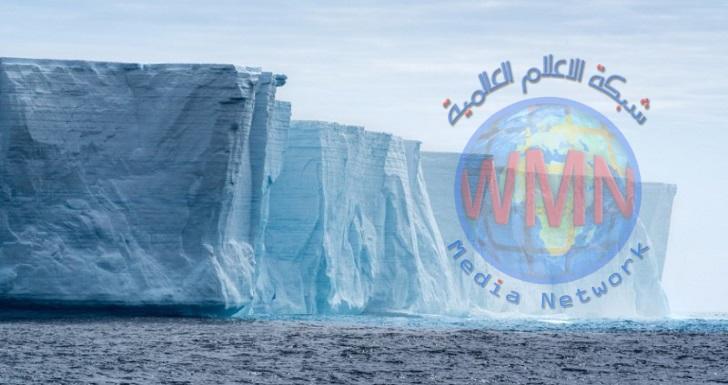 أكبر جبل جليدي في العالم يبدأ بالانهيار