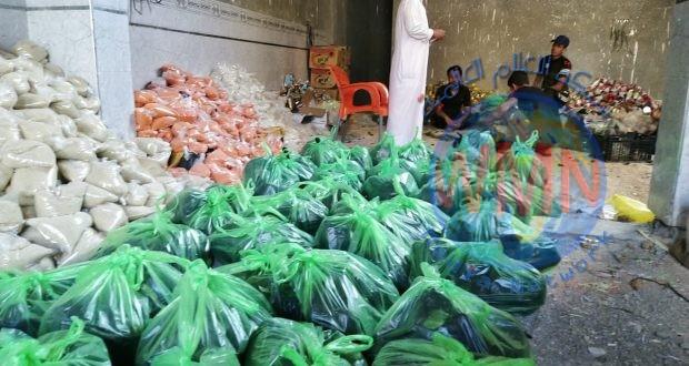 معاونية الحشد في الديوانية وبالتنسيق مع جمعيات خيرية توزع 550 سلة غذائية بين العوائل المتعففة