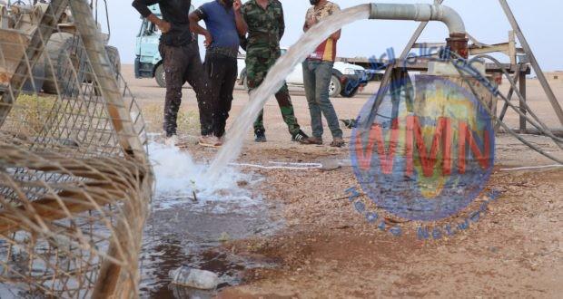 اللواء 19 بالحشد يشرع بافتتاح مصدر لمياه الشرب في صحراء الحدود العراقية السورية