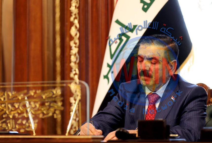 وزير الدفاع يصادق علئ اتفاقيات توطين الرواتب لمنتسبي الوزارة