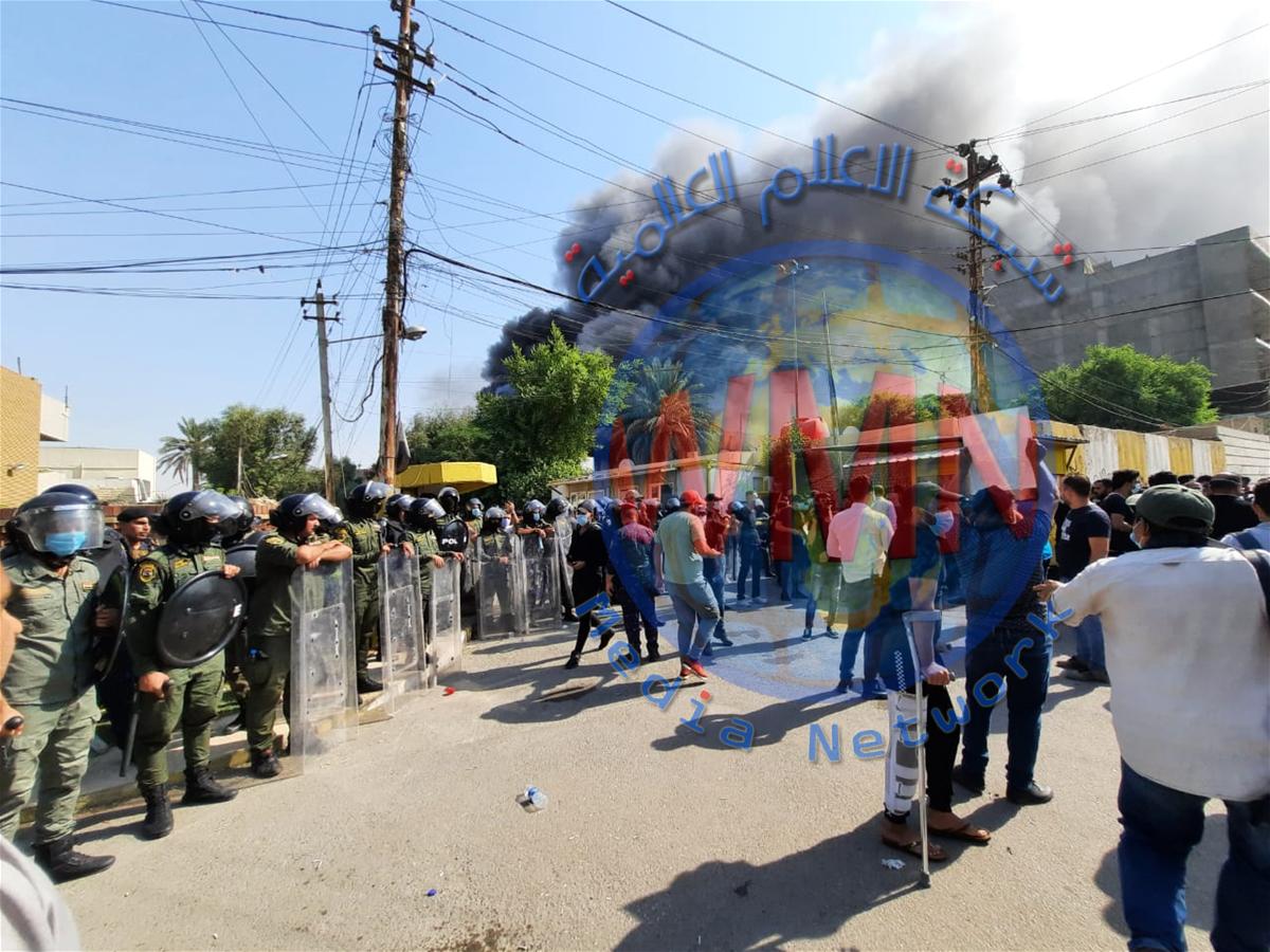 أعمدة دخان تتصاعد من مقر الحزب الكردستاني ببغداد