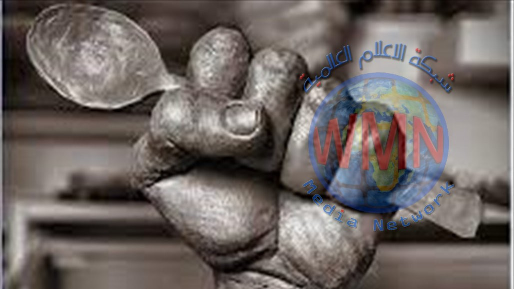 """""""ملعقة الحرية"""".. نحات يهدي الاسرى الفلسطينيين منحوتة فنية"""