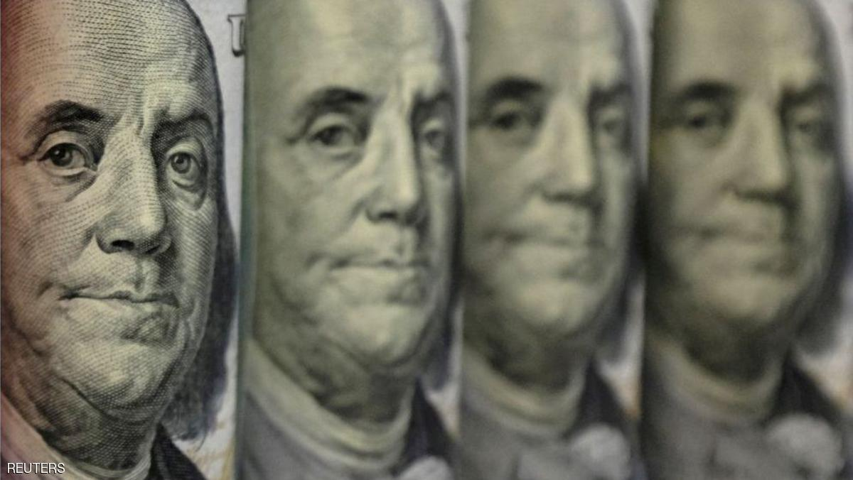 ارتفاع الدولار من أدنى مستوياته بسبب توقعات برفع الفائدة
