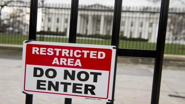احتجاز شخص هدد البيت الأبيض بقنبلة
