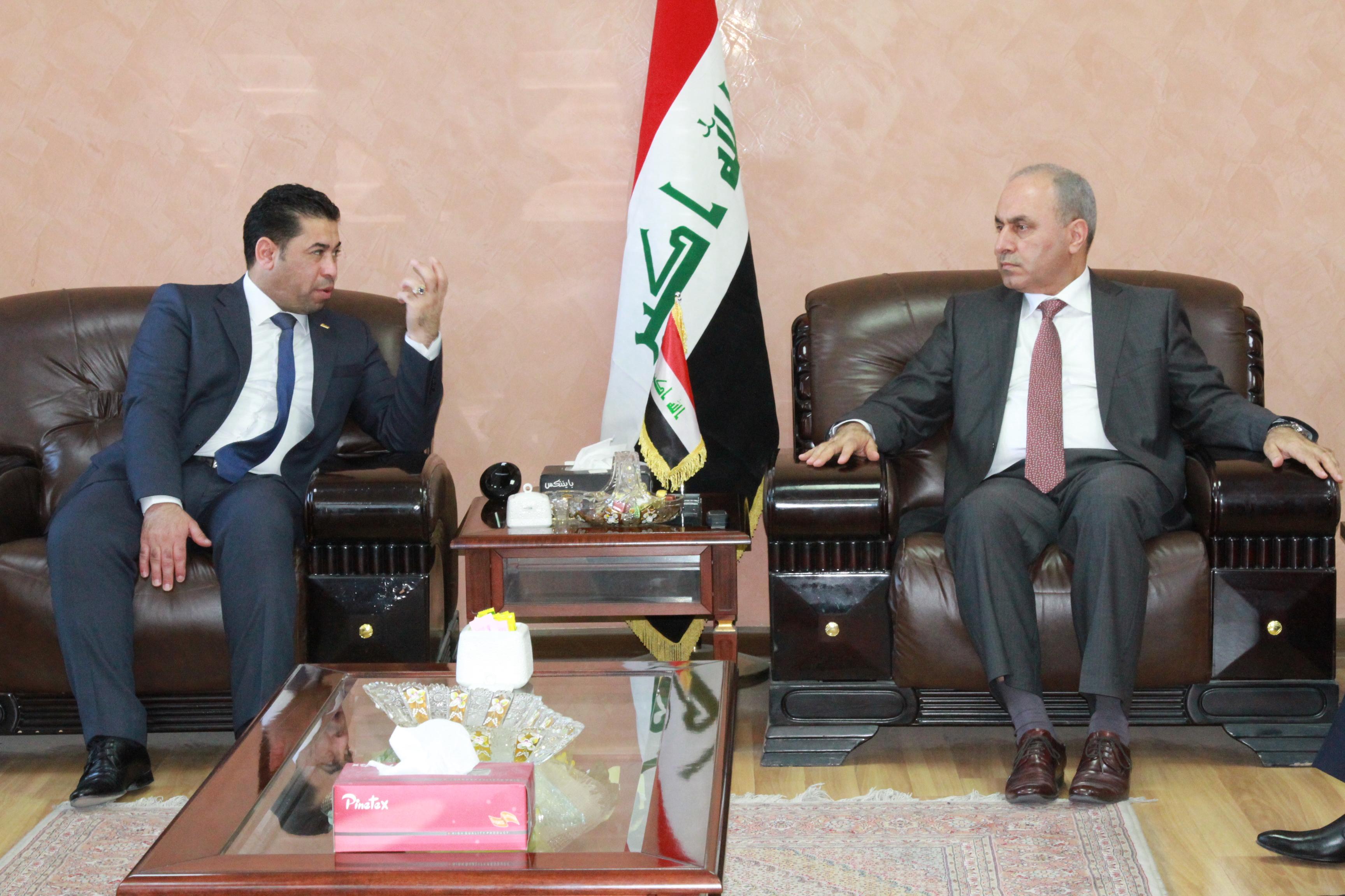 وزير التخطيط العراقي  يبحث مع حكومة بابل المحلية واقع المشاريع الخدمية  المنفذة في المحافظة