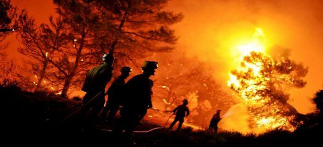 حرائق تلتهم مئات المنازل في كاليفورنيا وتتسبب بإجلاء 38 ألف شخص